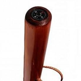 baston de madera con brujula