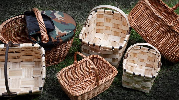 varias cestas para setas