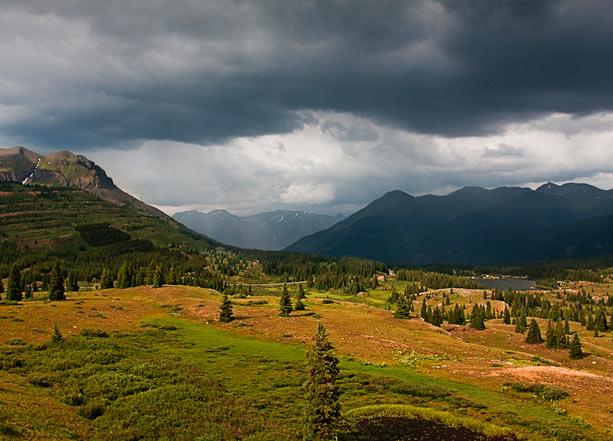 tormenta en la montaña