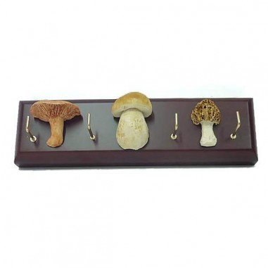 Keychain stand with 3 mushroom replicas