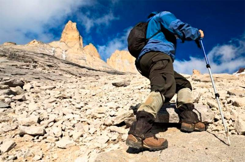 ascender-con-bastones-de-montaña